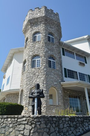 The Stone Castle Hotel & Conference Center : Did not venture in there.