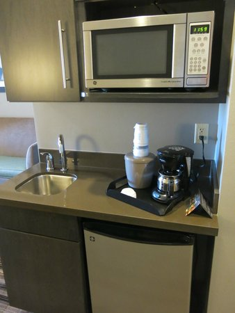 Holiday Inn Express & Suites Amarillo West: Nice snack prep area