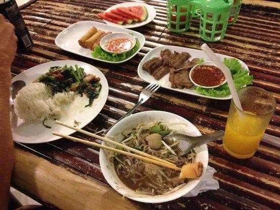 Ao Nang Boat Noodle: Här ser man ungefär portionernas storlek!