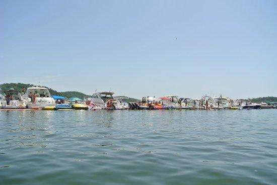 Lake of the Ozarks: boat line-up