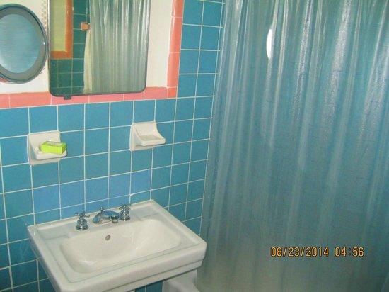 Richmond Hotel: Outdated bath