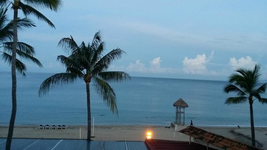 Playa Los Arcos Hotel Beach Resort & Spa: View from our balcony in the morning