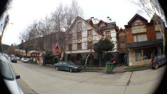 Le Chatelet: Frente do hotel.