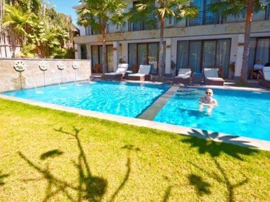 Puri Maharani Boutique Hotel & Spa: Pool