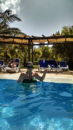 Blau Varadero Hotel Cuba: Best place to have drinks in the pool with excellent atmosphere