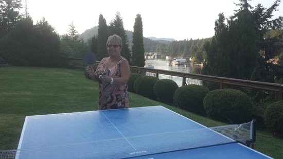 Sunshine Coast Resort Hotel & Marina: Enjoying a game of Ping Pong :)