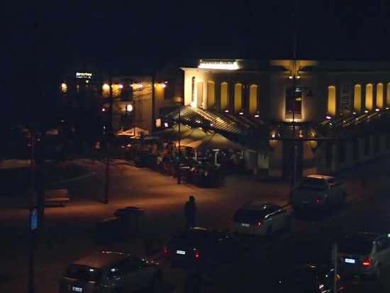Lomond Lodge : View at night to the restaurants from the balcony