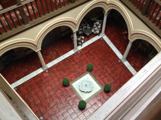 Sacristia de Santa Ana: View of Reception Lobby with a small fountain.