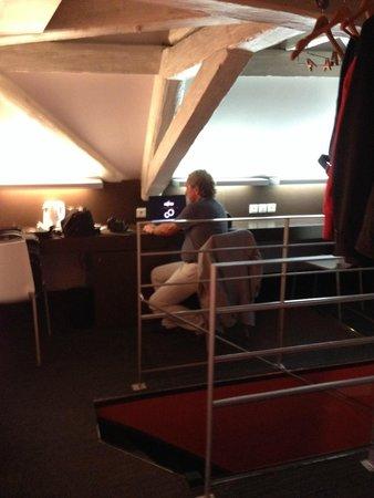 Hotel le Colombier : Schreibtisch