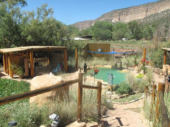 Jemez Hot Springs: Home of The Giggling Springs: Beautiful Setting