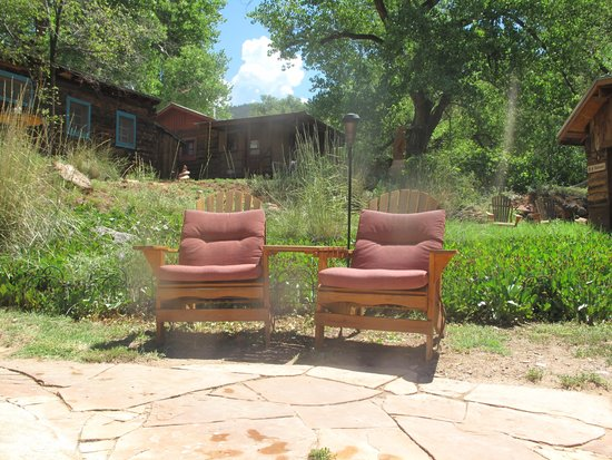 Jemez Hot Springs: Home of The Giggling Springs: Lots of spots to relax