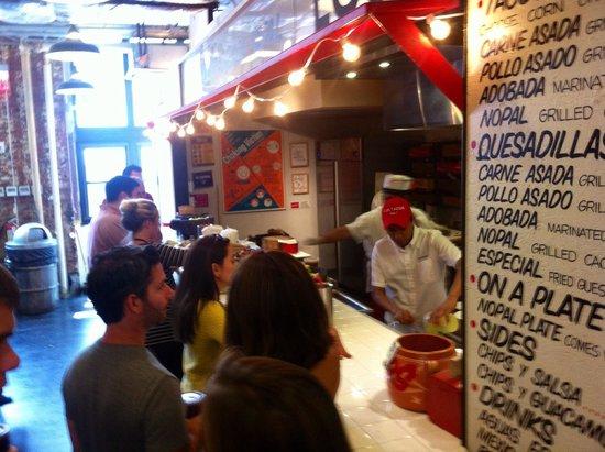 Los Tacos No. 1: Waiting in line
