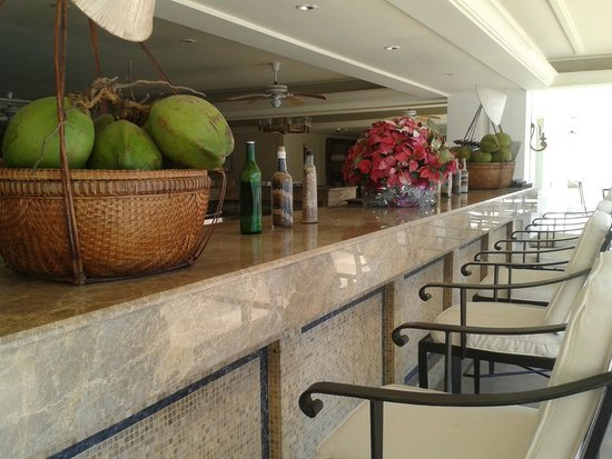Indochine Palace: the pool bar