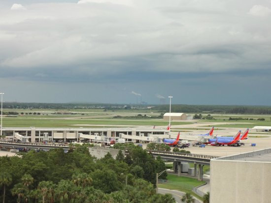 Hyatt Regency Orlando International Airport: 空港
