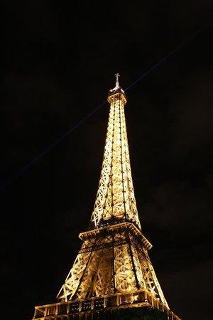 Eiffel Tower: torre eifell iluminada