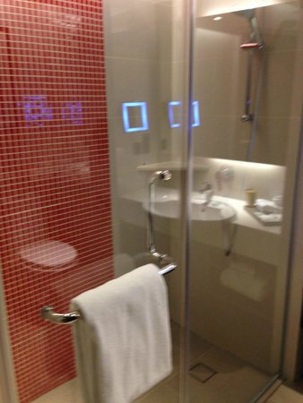 Sama-Sama Hotel KL International Airport: bagno camera