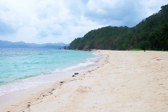 Malcapuya Island: There was hardly anyone there. It felt like our own private island.