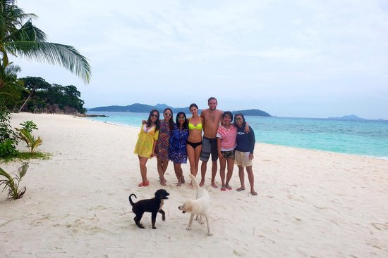 Malcapuya Island: Our island hopping group. I particularly loved these playful little puppies.
