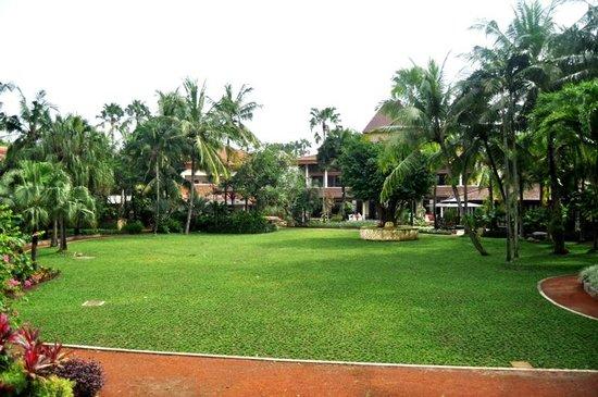 Lorin Solo Hotel: Central garden
