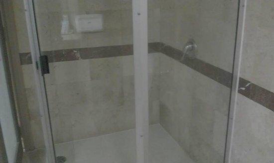 Baiyoke Sky Hotel: Bath Room