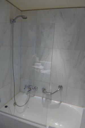 Hermes Hotel: Shower