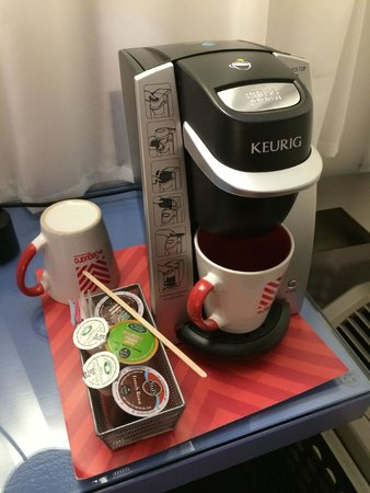 The Saguaro, a Joie de Vivre Hotel: In-room coffee maker