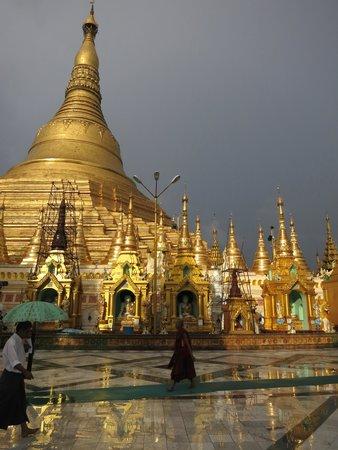 Shwedagon Pagoda: Beautiful Shwedagon
