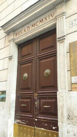 I Racconti di Roma : Il portone del palazzo