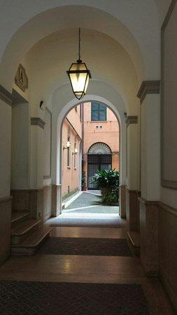 I Racconti di Roma : L'ingresso e il cortile