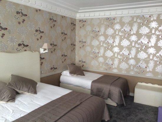 Emeraude Louvre Montana Hotel: Deluxe room