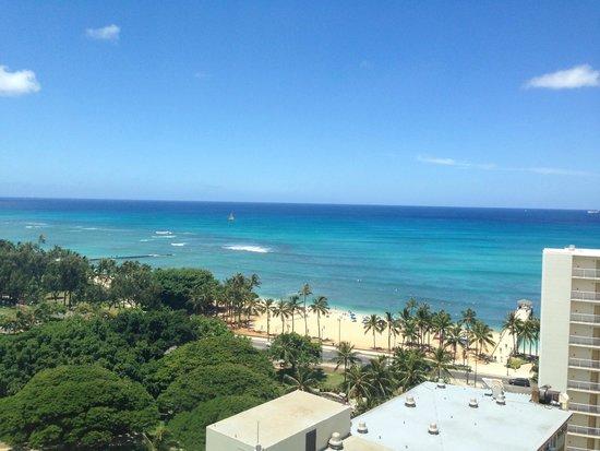 Queen Kapiolani Hotel : Ocean View from room