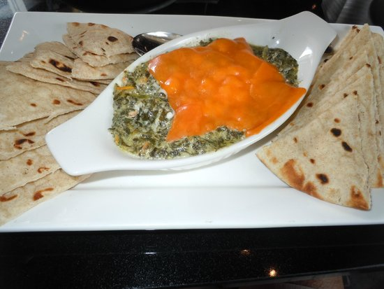 Symposium Cafe Restaurant & Lounge: Spinach Dip & Pita