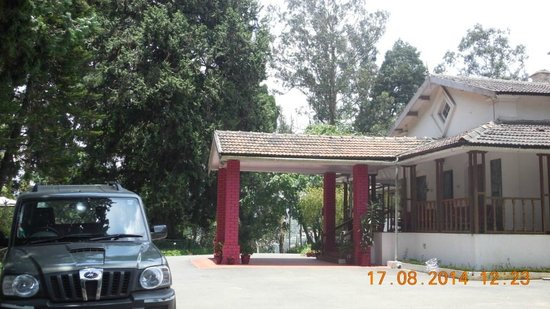 Ratan Tata Officers Holiday Home (RTOHH): Parked my car at the entrance