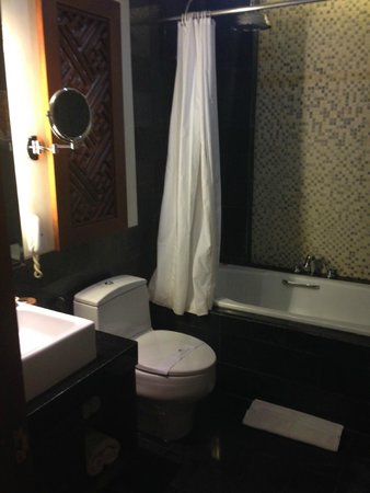 Kuta Seaview Boutique Resort & Spa : Typical bathroom