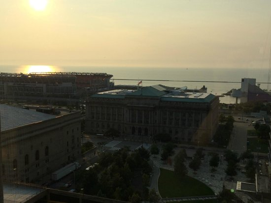 The Westin Cleveland Downtown: 18th floor, lakeview room