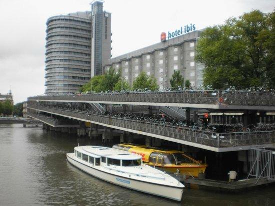 Amsterdam Canal Cruises: Tour Start