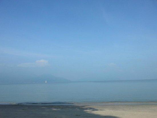 Swiss-Garden Beach Resort Damai Laut: The view from lobby