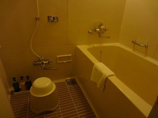 Lake Biwa Otsu Prince Hotel : Bath and Shower