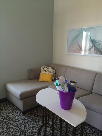 SpringHill Suites San Diego Oceanside/Downtown: Sitting area in room 509