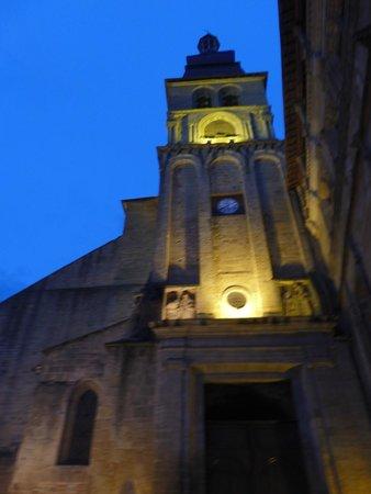 Cathédrale Saint-Sacerdos  : vue de nuit