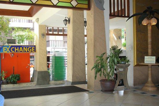 Poppa Palace Hotel Phuket: loddy