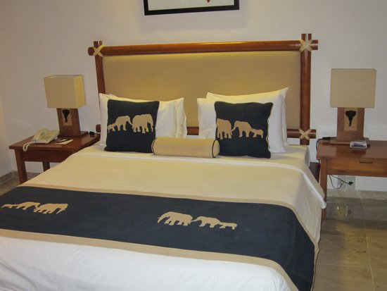 Elephant Safari Park & Lodge : bedroom