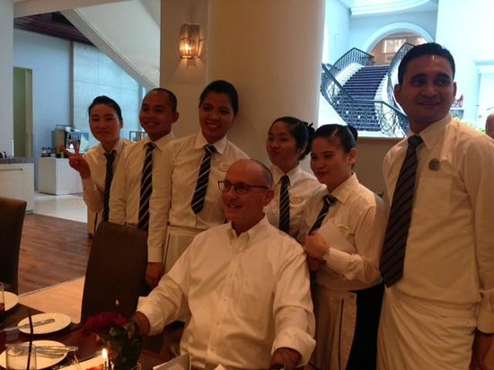 Movenpick Hotel & Apartments Bur Dubai: Fountain Team singing Birthday Song for Ron