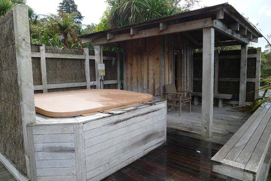 Koura Lodge : Spa Pool and Sauna with Hot Shower
