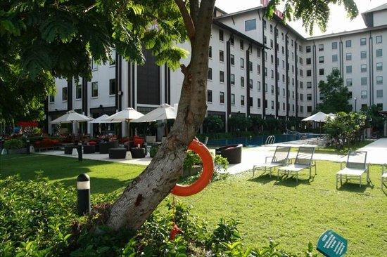 ibis Bangkok Riverside: Am Pool
