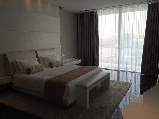 Yas Viceroy Abu Dhabi: Bedroom of Suite