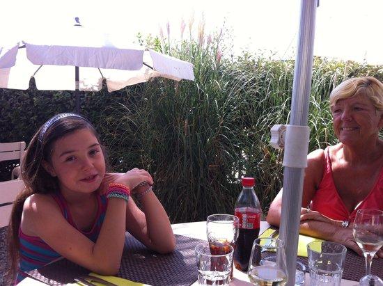 Brasserie Les Touristes : Buiten op het terras.