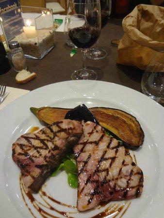 Viest Hotel : Excellent steak d'espadon grillé !