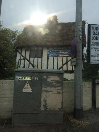 Tudor Oaks Lodge: Another main road shot