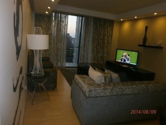 Protea Hotel by Marriott Cape Town North Wharf: Comfortable living area